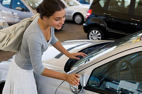 Women purchasing a used vehicle from ecarz.com.au